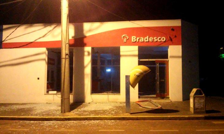 Agências foram alvos de criminosos em Carneirinho (Divulgação)
