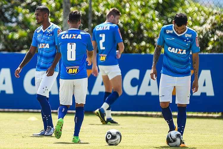 Cruzeiro defende a liderança do Campeonato Mineiro no clássico contra o Atlético, na manhã deste domingo