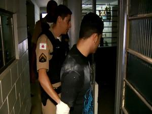 Jovem é preso por tentar roubar supermercado em Uberlândia (Foto: Reprodução/Tv Integração)