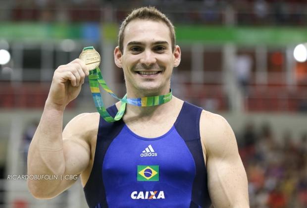 Zanetti supera campeão mundial e leva ouro nas argolas no evento-teste