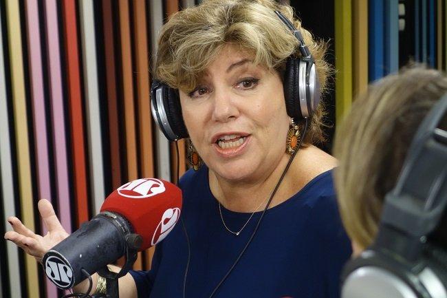 Jovem Pan demite Silvia Poppovic de maneira desrespeitosa. Ela havia substituído Rachel Sheherazade e apresentava o Jornal da Manhã desde outubro de 2015