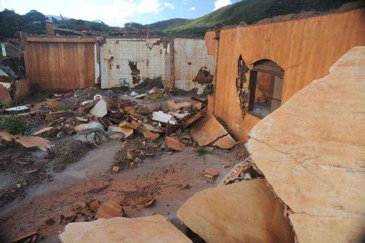 Tragédia deixou 19 pessoas mortas e destruiu comunidades mineiras (foto: Leandro Couri/EM/D.A Press)