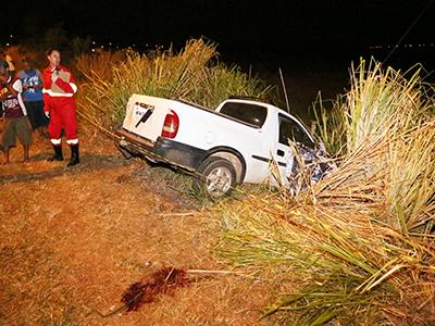 Marcio Abadio Roza perdeu o controle de direção do veículo depois que um pneu estourou, saindo da pista e vindo a tombar
