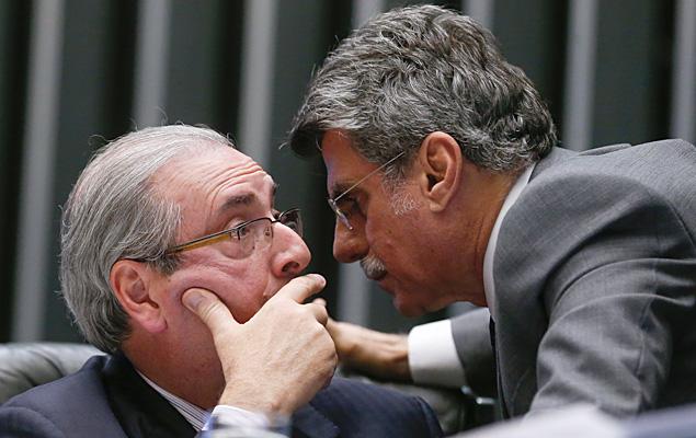 O presidente afastado da Câmara, Eduardo Cunha (PMDB-RJ), conversa com Romero Jucá
