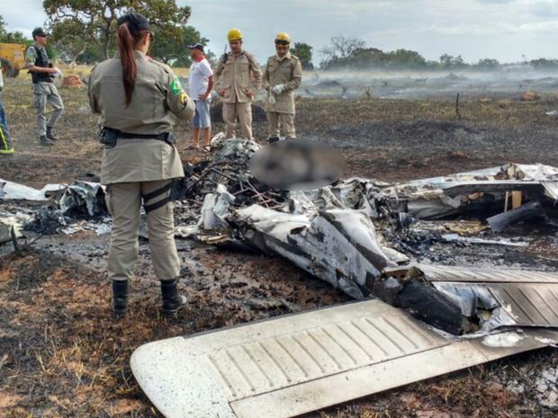 As vítimas, sendo um piloto e três passageiros, ainda não foram identificadas (Foto: Corpo de Bombeiros/ Divulgação)