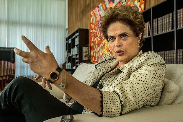 A presidente afastada, Dilma Rousseff, da entrevista exclusiva à Folha no Palácio da Alvorada  / Marlene Bergamo/Folhapress