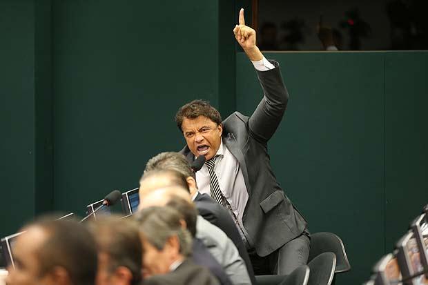 Exaltado, o deputado Wladimir Costa (SD-PA) discute na Câmara