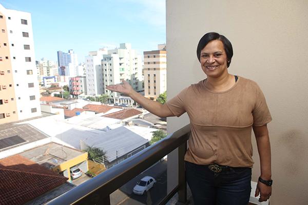 Sandra Guarnieri tem orgulho de morar no antigo bairro Santa Maria, integrado ao Saraiva (Foto: Cleiton Borges)