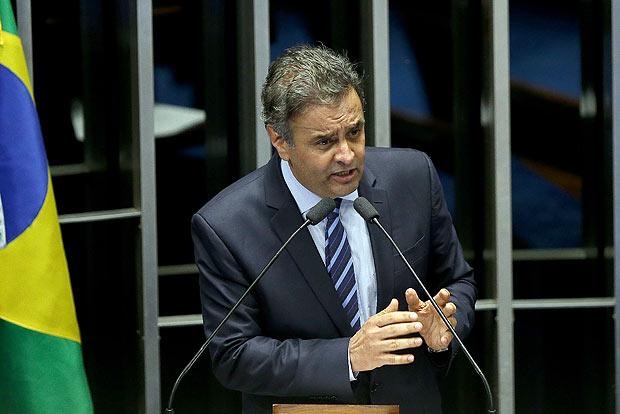 Senador Aécio Neves (PSDB-MG) discursa durante a sessão de cassação da presidente Dilma Rousseff