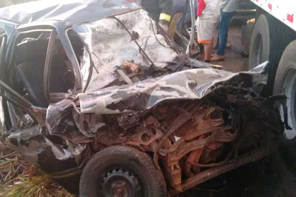 Acidente aconteceu na madrugada deste sábado (25) (Foto: Corpo de Bombeiros de Araguari)