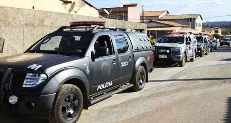Policias do Batalhão de Operações Especiais (Bope) da Polícia Militar detiveram o suspeito na casa dele, em São Sebastião: 10 equipes da unidade especial envolvidas no caso (foto: Breno Fortes/CB/D.A Press)
