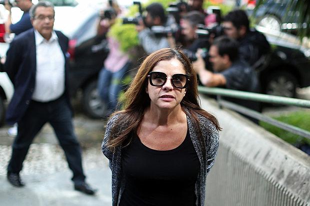 Mônica Moura, mulher de João Santana, é levada para realizar exame do corpo de delito