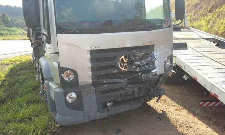 Conforme a PRF, o caminhoneiro não se feriu.