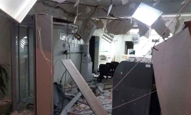 Móveis e outros equipamentos foram completamente destruídos (foto: PMMG/Divulgação)