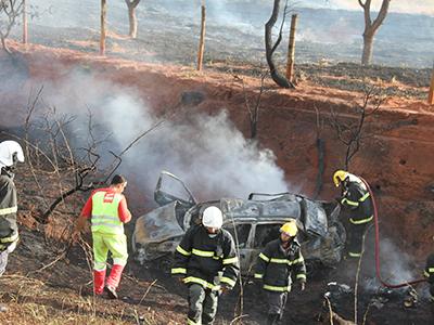 Morreram carbonizadas debaixo do carro Ana Paula e Madalena (mãe e filha); dentro do veículo estava Taila, de seis anos