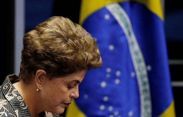 A agora ex-presidente Dilma Rousseff durante sessão no Senado nesta segunda (29)