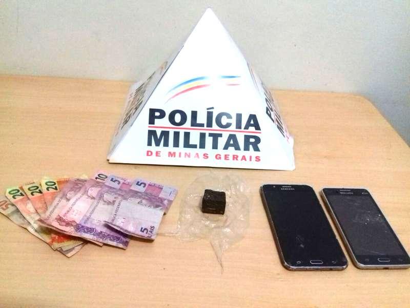 Material apreendido com os suspeitos / Foto divulgação PMMG