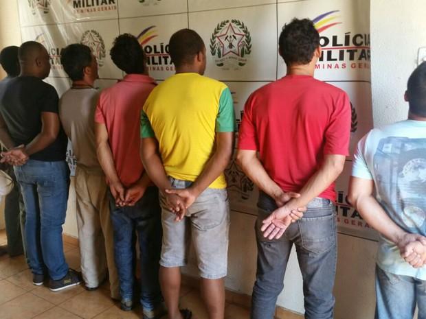 Ao todo, 30 pessoas foram detidas pela Polícia Militar na região (Foto: Polícia Militar/Divulgação)
