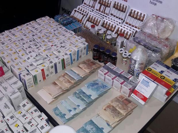 Anabolizantes e dinheiro foram apreendidos na casa de casal (Foto: Polícia Civil/Divulgação)