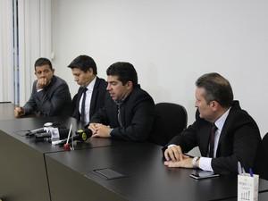 Protomores explicam sobre prisão de policiais em uma etapa da operação (Foto: Bárbara Almeida/G1)