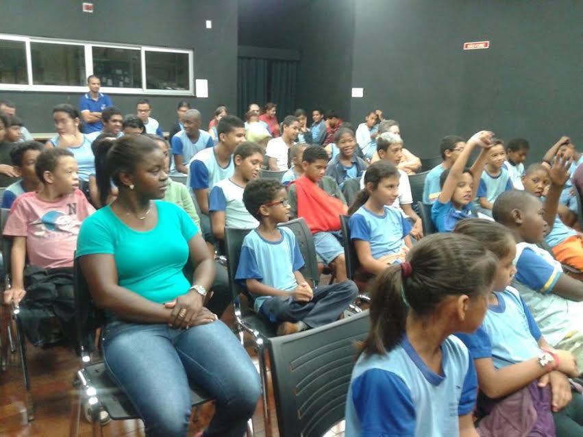 Centro de Artes e Esportes promove contação de histórias para estudantes de Ituiutaba