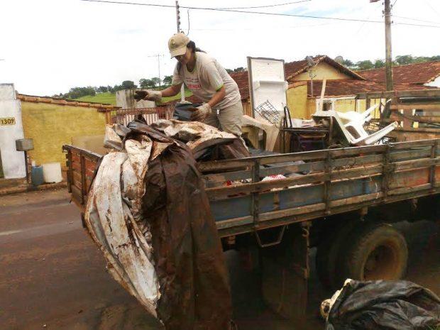 Mutirão de limpeza já recolheu 8 caminhões de entulhos