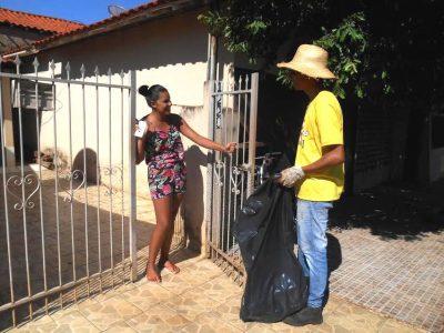 Receber os agentes nas residências é muito importante para o sucesso do Mutirão de Limpeza