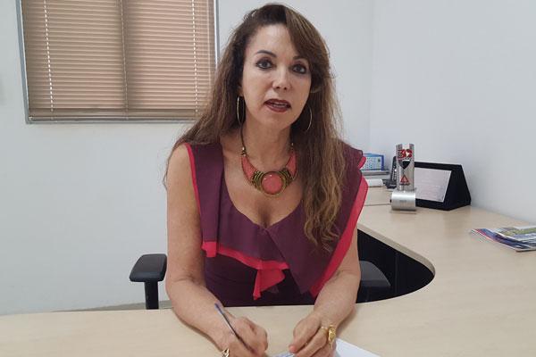 Presidente da Amvap e prefeita de Capinópolis, Dinair Isaac, afirma que houve queda no FMP (Foto: Vinícius Lemos)