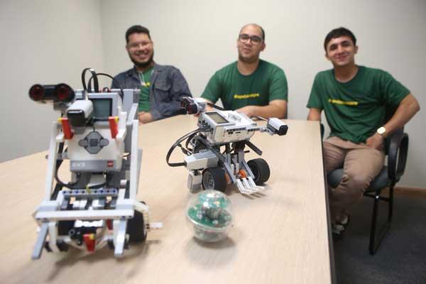 Durante torneio, professor e alunos terão 150 minutos para montagem de robôs (Foto: Celso Ribeiro)