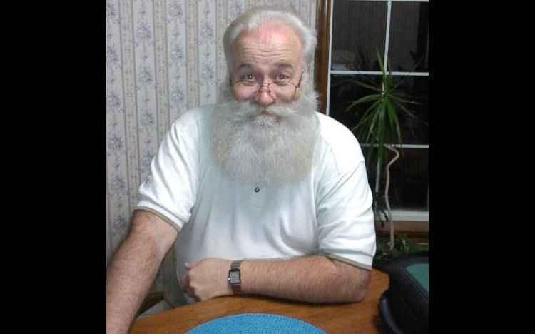 """O """"Papai Noel"""" americano Eric Schmitt-Matzen atuou como o """"bom velhinho"""" para realizar o último pedido de um menino de 5 anos que estava prestes a morrer (foto: Facebook/eric.schmittmatzen/Reprodução)"""
