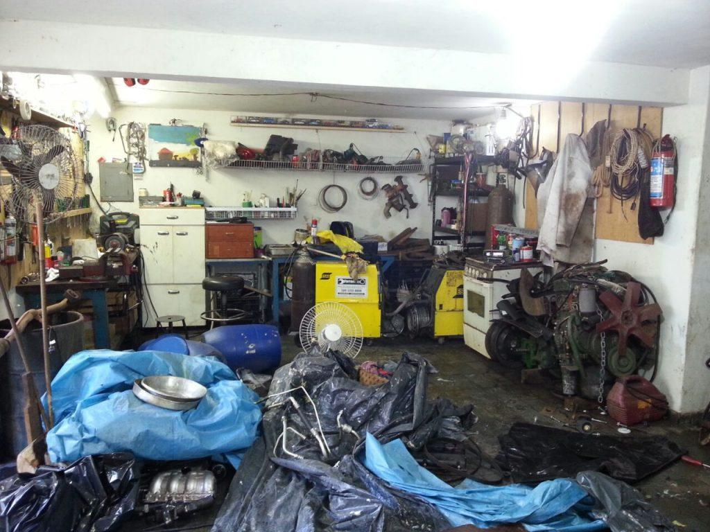 Oficina clandestina funcionava no subsolo de uma residência (Foto: Polícia Militar/Divulgação)