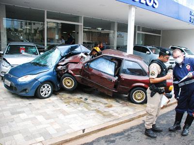 Leopoldino Lacerda, 87 anos, teria passado mal e ao perder o controle da direção do carro, bateu em outros veículos