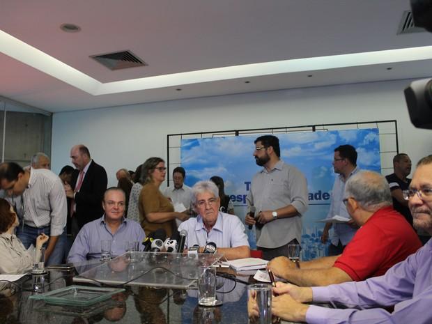 Prefeito de Uberlândia convocou coletiva na manhã desta sexta-feira (6) (Foto: Caroline Aleixo/G1)