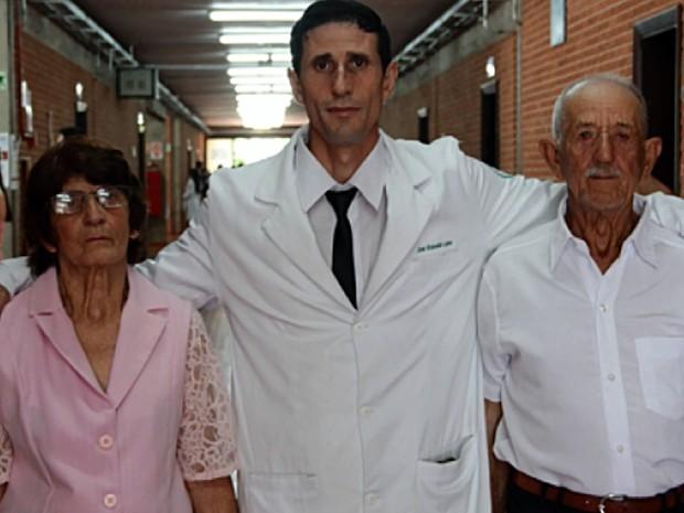 Filho de família simples, ex-lavrador chegou a passar fome durante os estudos (Foto: Reprodução EPTV / Tarcísio Silva)