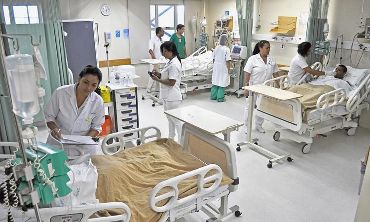 Credito: Cassio Santana/Fundacao Sao Francisco Xavier -  UTI criada no Hospital Marcio Cunha, em Ipatinga, apenas para receber pacientes com suspeita de Febre Amarela.