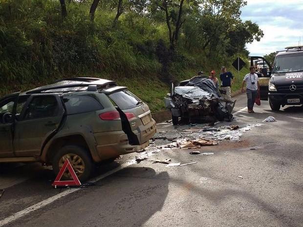 Acidente ocorreu no km 652 da BR-262 (Foto: Ascom 2ª DRPC Araxá/Divulgação)