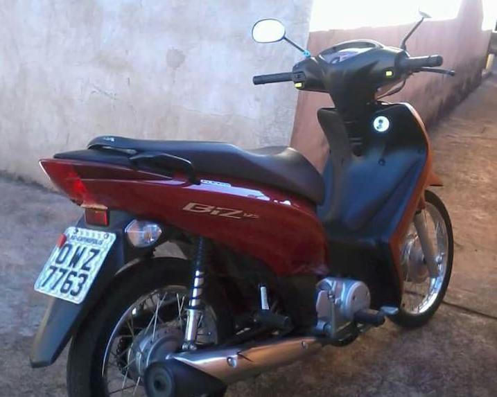Honda Biz foi furtada no início da noite da última terça-feira (7)