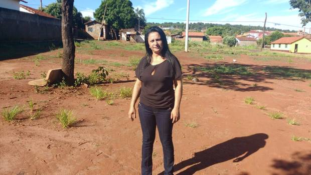 Neide Martins no local onde foi a praça do bairro São João