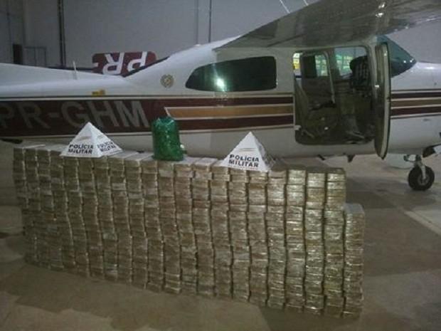 Drogas foram encontradas dentro de aeronave em Pará de Minas (Foto: Polícia Militar/Divulgação)