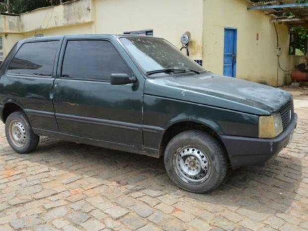 Suspeito de mortes em Itamarati de Minas foi detido em posto de gasolina com carro da vítima (Foto: Marcelo Lopes/Site Marcelo Lopes)