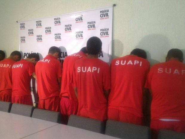 Suspeitos de homicídio e tentativa de homicídio foram apresentados em Uberlândia (Foto: Bárbara Almeida/G1)