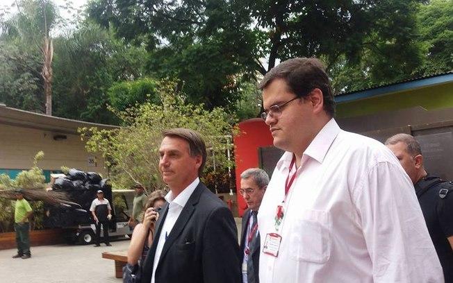 Reprodução/Facebook Deputado Jair Bolsonaro visitou o Centro de Pesquisas Avançadas em Grafeno, Nanomateriais e Nanotecnologia