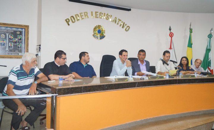 Os ex-vereadores Elmo Vilarinho à esquerda, Pe. Willian, Sauro Paes Leme, Luciano Belchior, Ivo Américo, Aparecido Ribeiro.