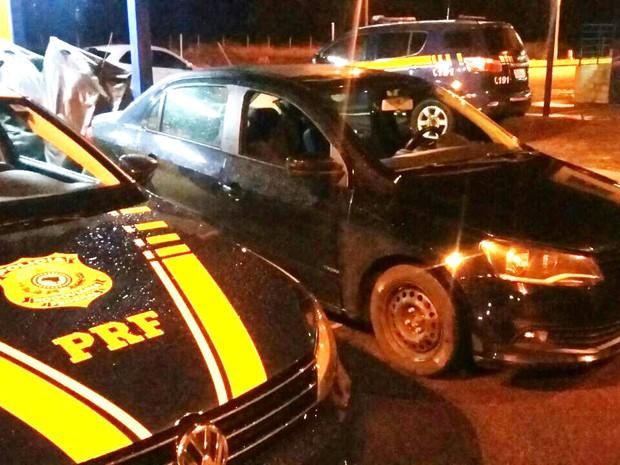 Carro roubado em Belo Horizonte foi recuperado em Uberlândia (Foto: PRF/Divulgação)