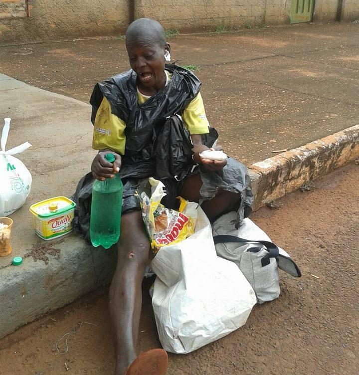 Mulher recebe ajuda de moradores da cidade / Foto: Reprodução