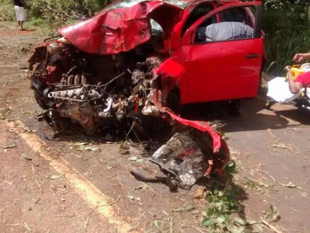 Jovem perdeu o controle do veículo na rodovia MG-188 (Foto: Corpo de Bombeiros/Divulgação)