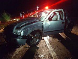 Motorista morre e passageira fica ferida em acidente em Monte Alegre de Minas (Foto: PRF/Divulgação)