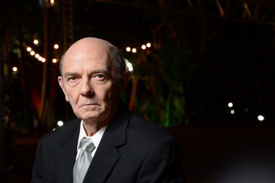 "Arthur Kohl no papel de José Serra no filme ""Real"" ( Foto: Karime Xavier / Folhapress)"