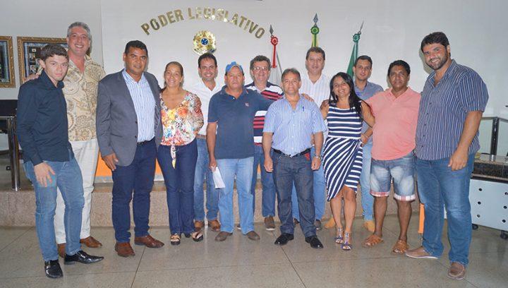 Vereadores posam para fofo ao lado dos guardas noturnos que prestam serviços para o Município de Capinópolis / Foto: Paulo Braga