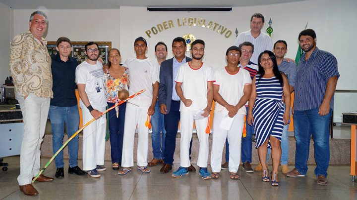Grupo de Capoeira Grupo Fechado este presente na reunião da Câmara Municipal